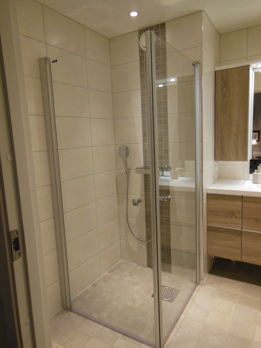 total rehabilitering av bad i lindebergveien mestermaks. Black Bedroom Furniture Sets. Home Design Ideas